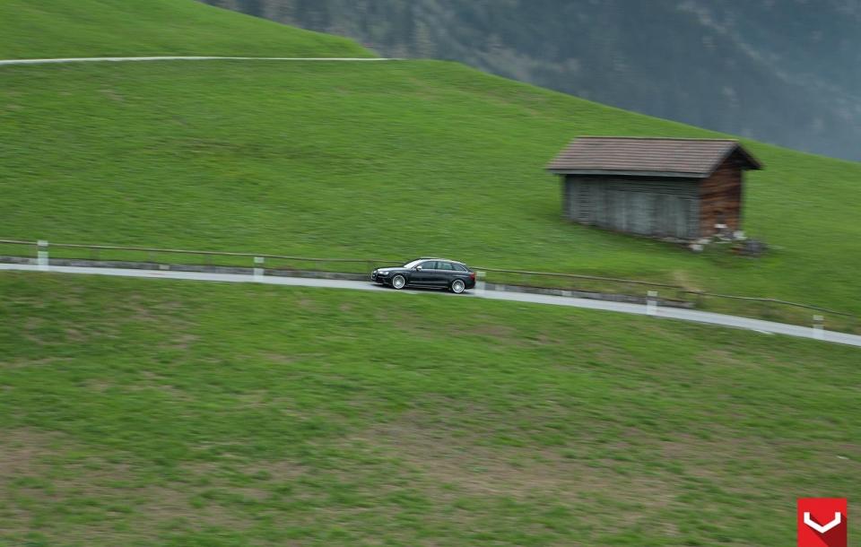 AUDI RS4 на дисках CV5
