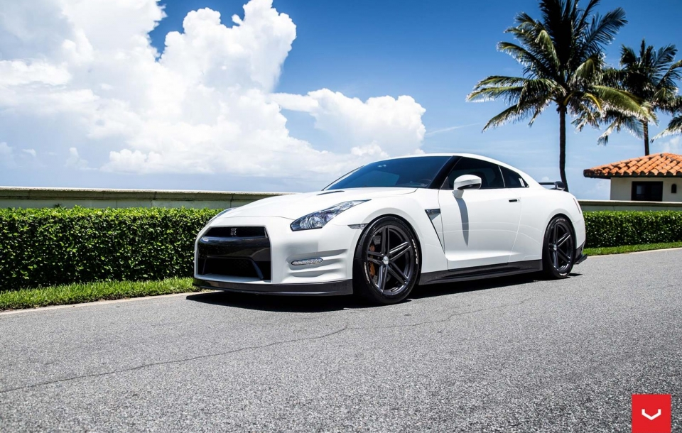 NISSAN GTR - VOSSEN FLOW FORMED SERIES: VFS5