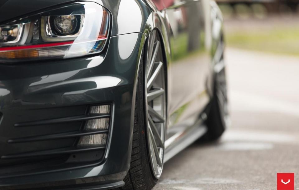 VW GTI на дисках Vossen VFS2